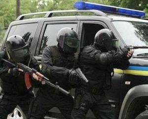 Озброєні міліціонери штурмували прокуратуру в Артемівську, щоб відбити дільничного-хабарника