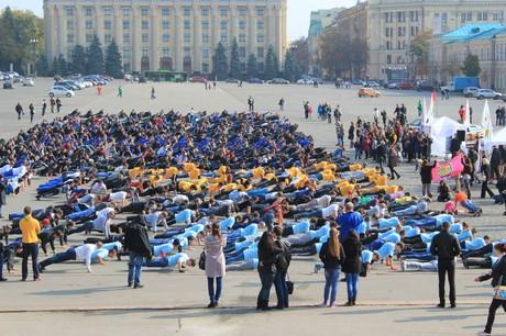 Харків'яни побили столичний рекорд з масового віджимання