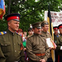 Луганськ, євромітинг: маскарадні козачки миттєво угледіли зло національне, ідейне та спортивне