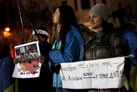 Плакатна «сушка» на ЄвроМайдані в Харкові