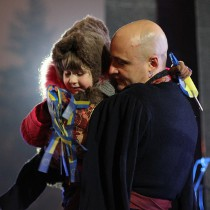 «Гайдамаки» в подарунок: на харківському Євромайдані вітали зі святом Миколая. Хроніка подій з четверга до суботи