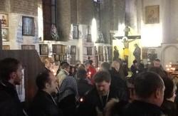 Перший Форум Євромайданів у Харкові нарешті зібрався біля храму Іоанна Богослова.