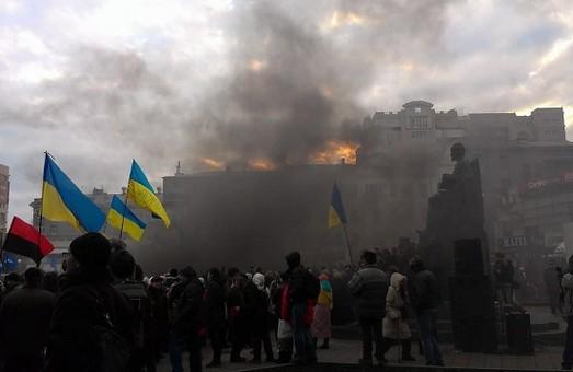 """У Харкові - чергова провокація проти учасників  Форуму Євромайданів: """"тітушки""""  закидали  людей  петардами"""