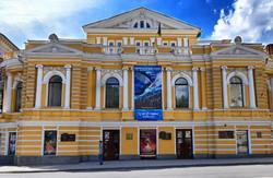 Ти бач, гроші йому давати, молодий ще: на  200-річчя   Шевченка  для ремонту театру його імені коштів не знайшли