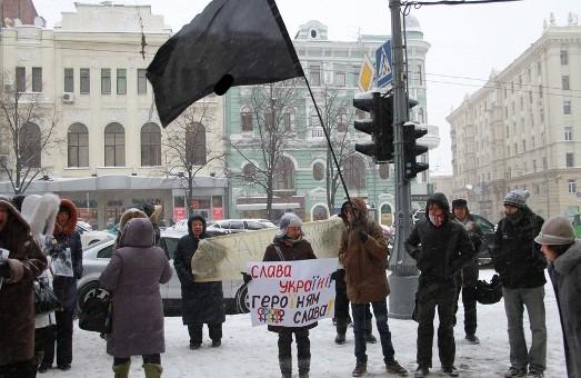 Під чорним стягом. За червону кров. Харків'яни  протестують  проти «ручних»  законів і  вбивств