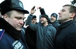 Соборність донецька: на державне свято  «тітушки»  атакували  і  майданівців, і  журналістів  Р.Ахметова