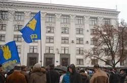 На  думку луганських «свободівців», обласну владу варто звільняти, а не захоплювати