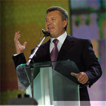 Янукович: Тимошенко розтринькала усі наші гроші