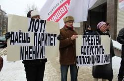 Опозиції на Луганщині не дають слова. Регіонали приватизували державний телеканал