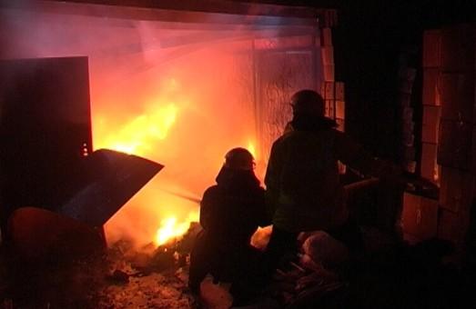 Старий мотлох або гуманітарна допомога для столичного Майдану: що саме спалили у харківському гаражі?