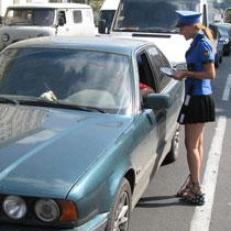 На вулицях Харкова до водіїв чіпляються молоденькі даішниці (ФОТО)