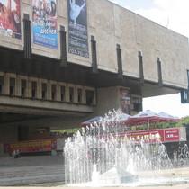 Ролерів витіснять з площадки біля театру