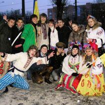 Молоді активісти взяли під опіку дітей-сиріт (ФОТО)