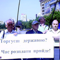 Харків'яни намагаються захищати українські стратегічні об'єкти