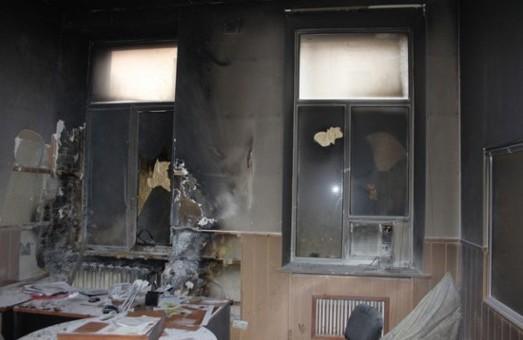 Запальне місто: вчора за лічені години в Дніпропетровську підпалили офіси аж  4  партій