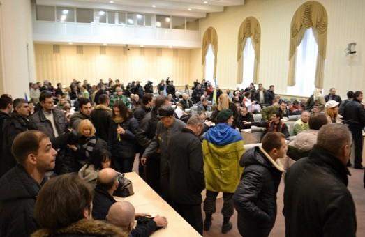 Харків гальмує, а  Дніпро рухається: стара влада падає під тиском бізнесу та опозиції