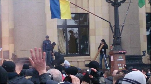 Проросійські штурмовики захопили Харківську ОДА і побили євромайданівців