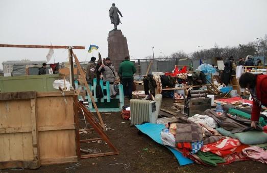 Табір захисників Леніна в Харкові організовано демонтували