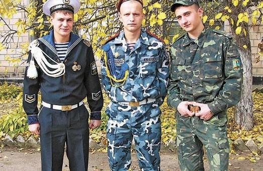 Павлоград, бліц-опитування: більшість городян готові захищати Батьківщину, але є винятки