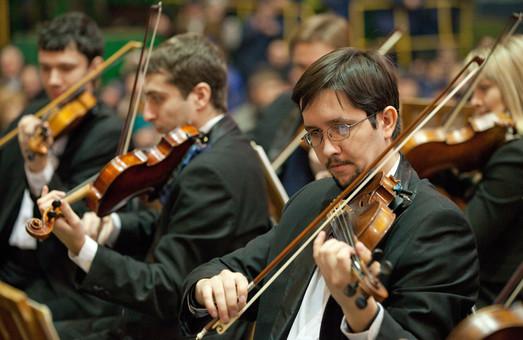 """Оркестр в аеропорту  Харкова  зіграє  """"Оду до радості"""" - гімн Євросоюзу"""