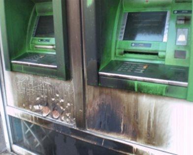 Приватбанк у вогні: вночі у Харкові знову палили банкомати