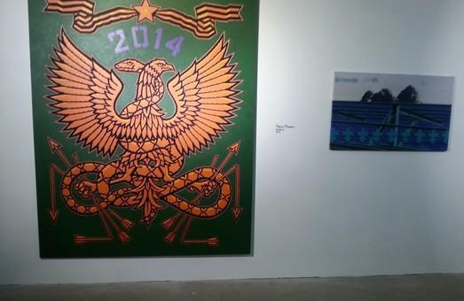 """Георгіївські стрічки навпроти морських картин - художники """"заговорили"""" про національне самовизначення"""