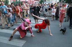 Котлети в музеї та музиканти в супроводі міліції - як божеволів Харків