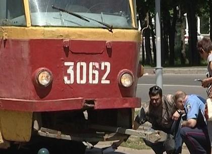 У центрі Харкова чоловік кинувся під трамвай