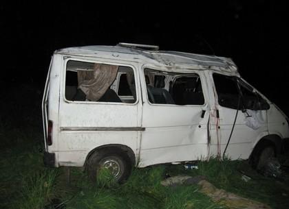 В Харківській області сталася жахлива ДТП з мікроавтобусом: двоє загинули, 8 постраждали (ФОТО)