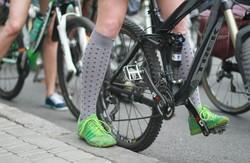 Велосипедистки в сукнях в горошину полонили центр Харкова