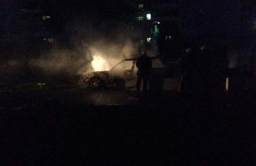 Вночі у Харкові вибухнув джип