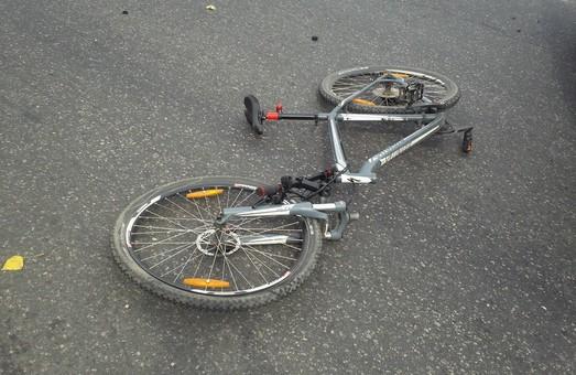 У Харкові Opel збив велосипедиста і втік