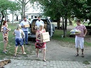 Біженці в Лозовій отримали гуманітарний вантаж від Фонду земляцтва Донбасу