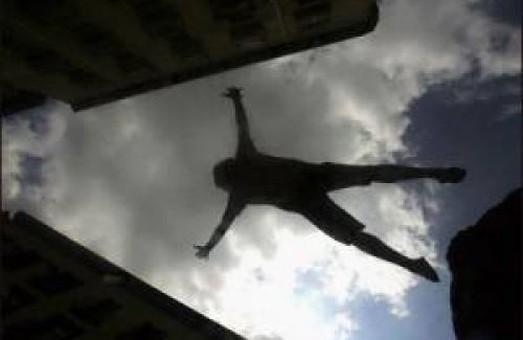 У Харкові хлопець наклав на себе руки, зістрибнувши з чотирнадцятого поверху