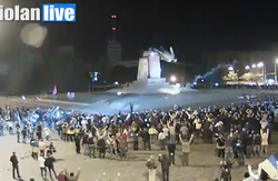 У Харкові мітингувальники звалили з постаменту пам'ятник Леніну на центральній площі