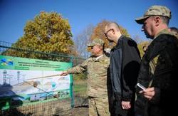 """Прем'єр-міністр Арсеній Яценюк: """"Стіна"""" повинна стати першою лінією оборони"""