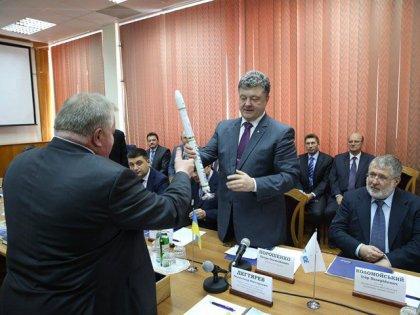 Порошенко у Дніпропетровську обговорив розвиток космічної галузі