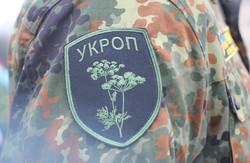 Жовто-блакитні букети та концерт. Як Харків зустрічав 22 батальйон територіальної оборони