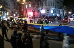 У Харкові на честь річниці Майдану розгорнули 100-метровий прапор України (ФОТОРЕПОРТАЖ)