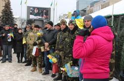 Харківській майдан привітав військових з Днем української армії (фото)