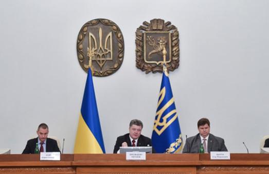 Ворог через своїх агентів все ще збирається підпалити Харківщину – Порошенко