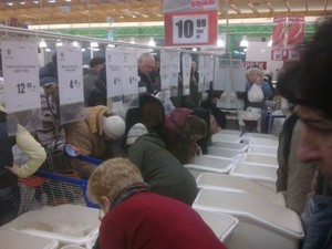 Харків'яни масово скуповують крупи і цукор