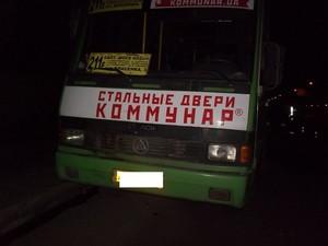 На Салтівці автобус зіткнувся з іномаркою: є потерпілі (фото)