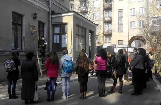 В Літмузеї прочитали вірші на драбині (фото)