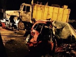 Смертельна аварія в Харкові: іномарка зіткнулася із сміттєвозом (фото)