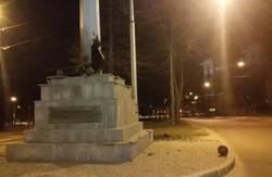 Уночі 7 квітня в Харкові прогримів потужний вибух. Підірвали шпиль з прапором (фото)