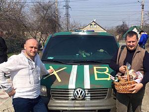 Дніпропетровські чиновники подарували «Правому сектору» броньований автомобіль (фото)