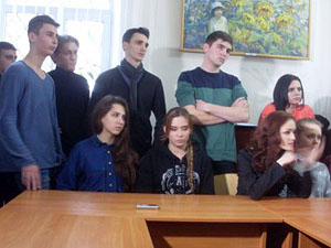 Дніпропетровські студенти-театрали оголосили голодовку
