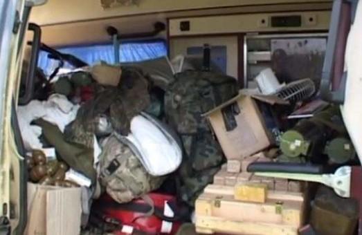 Водій армійської «швидкої допомоги» хотів вивезти із зони АТО цілий арсенал зброї (відео)