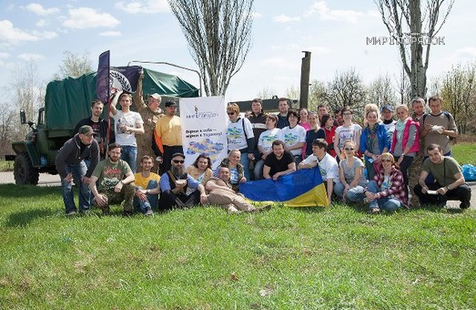 Напередодні Дня Пам'яті волонтери і військові встановлять в Парку Перемоги лавки і урни